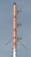 Sendemast, von dem auch das Programm AFN Power Net (1143 kHz) bertragen wird. UKW wird ber die Dipole an der Mastspitze abgestrahlt.